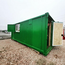 Дачный домик на базе морского контейнера.